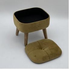 Kāju krēsliņš no Corigan Studio